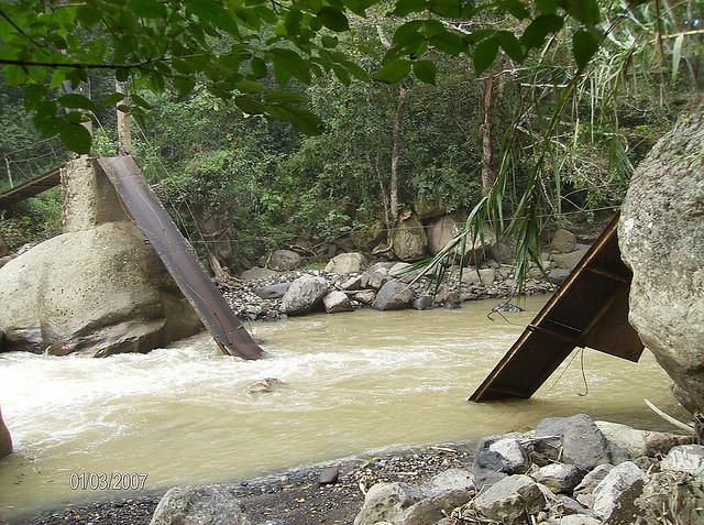 Paso peatonal de la frontera colombo-venezolana destruido por una decisión soberana de Venezuela. Globovisión vía Flickr (CC BY-NC 2.0)
