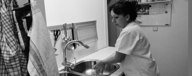 Empleada de hogar y cuidados. Madrid. Foto: Andres Epifanio Becerra, 2013.