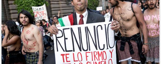 """Manifestación """"Fuera Peña Nieto"""" en Ciudad de México, año 2014. Montecruz Foto vía Flickr (CC BY-SA 2.0)."""
